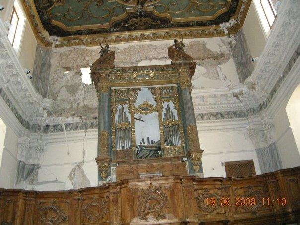 Interno di chiesetta in Via San Marciano_2