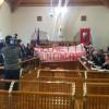 """Consiglio Regionale interrotto: striscione """"Cicchetti è un condannato"""""""