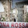 TERREMOTO: VIOLANO ZONA ROSSA ED ENTRANO IN EDIFICIO, 9 DENUNCE
