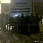 A24 Roma-L'Aquila: 5 ore di odissea, i passeggeri spingono l'autobus dell'ARPA