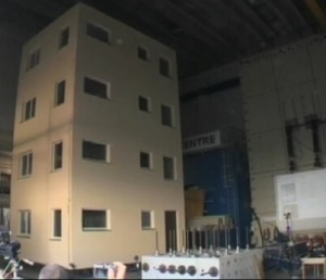 A pavia si replica il terremoto dell 39 aquila resiste un for Piani di costruzione dell edificio