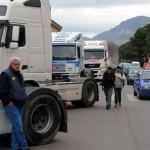 FORCONI IN ABRUZZO: 200 TIR PRESIDIANO I CASELLI DELLE AUTOSTRADE