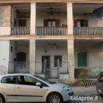 VIA ROMA, EDIFICIO PERICOLOSO PER I CITTADINI: IL COMUNE LO SA, MA TACE