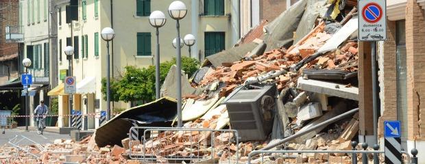 Terremoto gli demolirono la casa senza motivo resta anche senza aiuti - Casa senza fondamenta terremoto ...