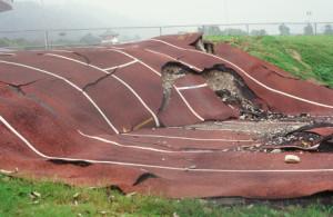 Questa pista di atletica intersecava la faglia che ha dato origine al terremoto di Taiwan del 1999