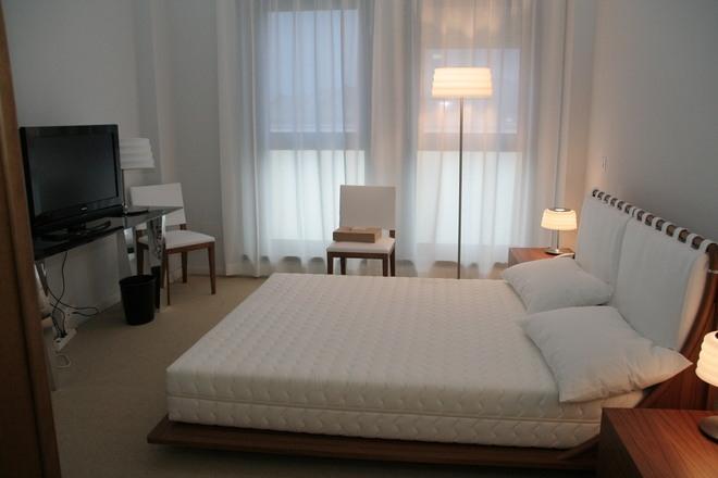 L 39 aquila all 39 asta i mobili del g8 c 39 anche il letto di - Camerette asta del mobile ...