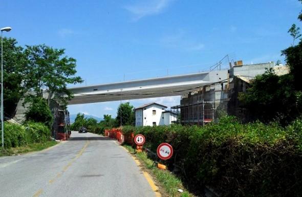 Il ponte in fase di ricostruzione