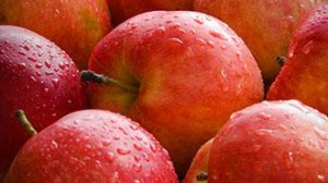 Frutta e verdura, insieme agli acidi grassi omega-3, sono tutti alimenti anti-age, che possono farci diventare centenari. Foto: ©photoxpress.com/Anton Gvozdikov
