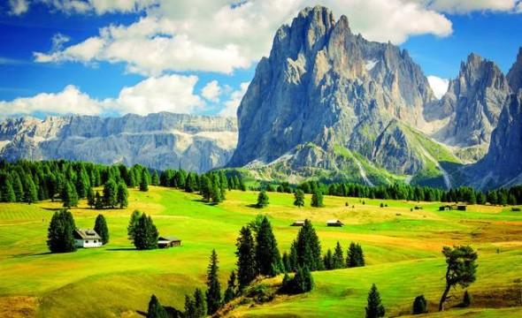 Le Dolomiti in Italia sono tra i paesaggi montani più caratteristici di tutto il mondo.