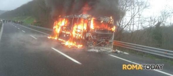 2014-02-03_A24_bus_fiamme3