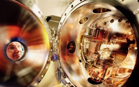 Particolare dell'impianto per la luce di sincrotrone della European Synchrotron Radiation Facility (© Peter Ginter/Science Faction/Corbis)