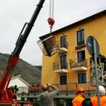 L'AQUILA, CROLLA UN ALTRO BALCONE NELLA 'NEW TOWN'