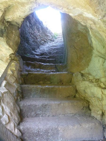 La scalinata che porta alla terrazza dell'eremo