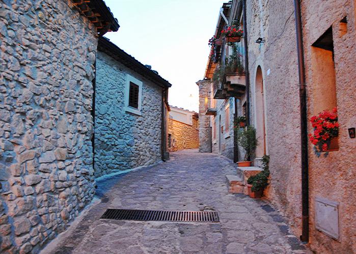 Case In Pietra Antiche : Come rendere antisismica una vecchia casa in pietra aprile