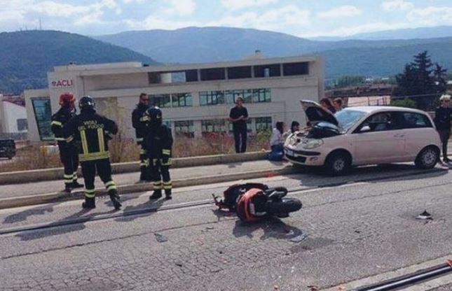 L'aquila, si sveglia dal coma dopo 19 giorni: salvo il 16enne finito con il motorino sotto un'auto
